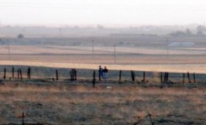 Mayınlı Bölgeden Koşarak Suriye'ye Geçtiler