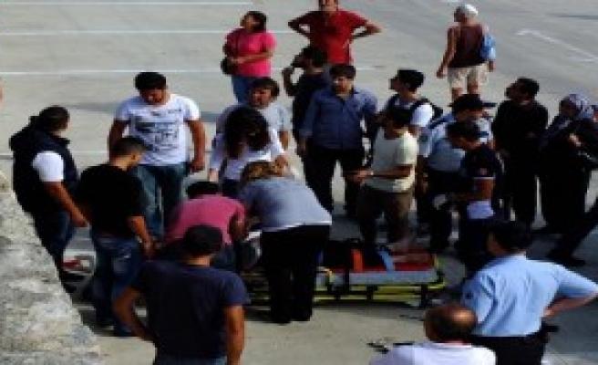 Mendirekten Düşen Kadın Ağır Yaralandı