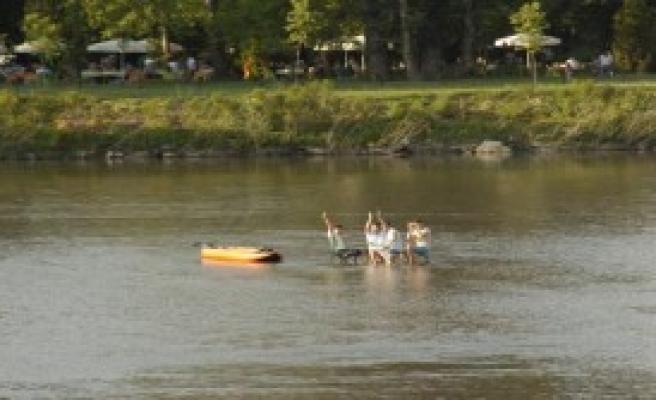 Meriç Nehrinin Ortasında Piknik Keyfi