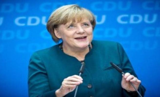 Merkel İsrail'i Uyardı
