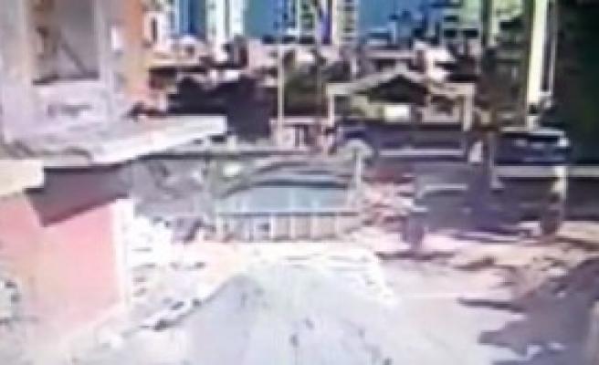 Mersin'de 1 İşçinin Öldüğü İnşaatın Çökme Anı Kamerada