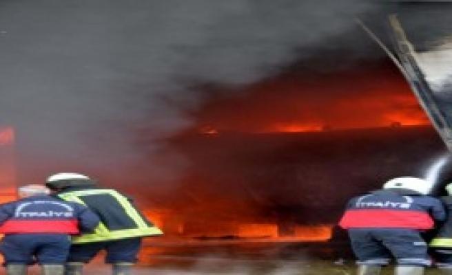 Mersin'de Yangın: 2'si Ağır 4 Yaralı