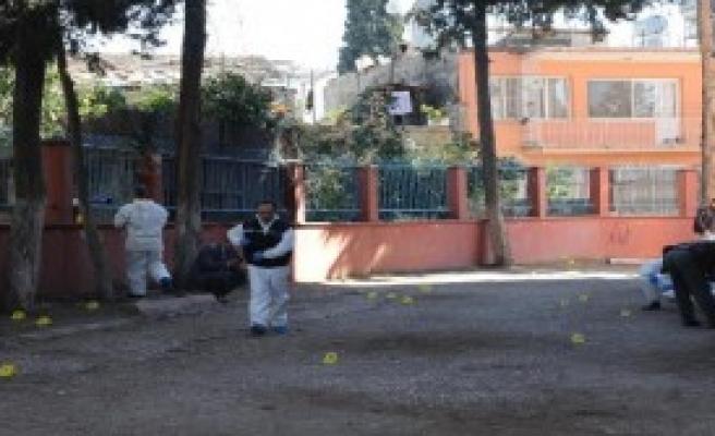 Mersin'de Okula Ses Bombası Atıldı
