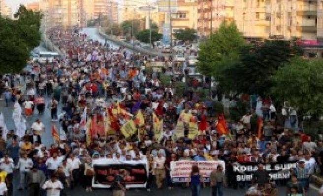 Mersin'de Olaylı Eylem: 20 Gözaltı