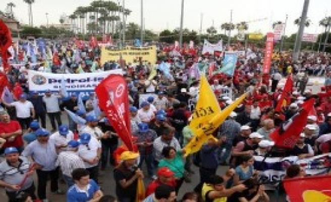 Mersin'de Sakin 1 Mayıs Kutlamaları