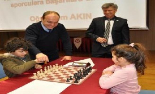 MEV'de 35. Yıla Özel Satranç Turnuvası