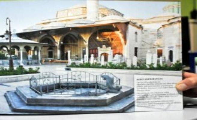 Mevlana Müzesinin Taşlarını Söktüler