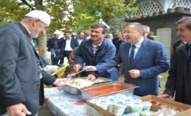 MHP'li Türkkan Pilav Dağıttı