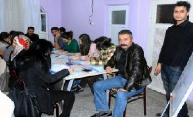 Midyat'ta Öğretmenlere Kürtçe Kursu