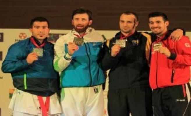 Milli Karateci Enes Erkan Dünya Şampiyonu Oldu