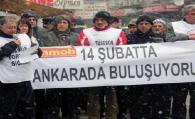 Kar Yağışı Altında Eylem!
