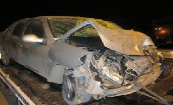 Minibüs İle Otomobil Çarpıştı: 1 Ölü, 1 Yaralı