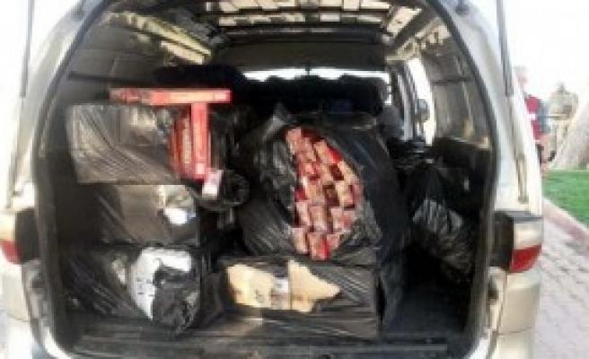 Minibüsten 11 Bin Paket Kaçak Sigara Çıktı