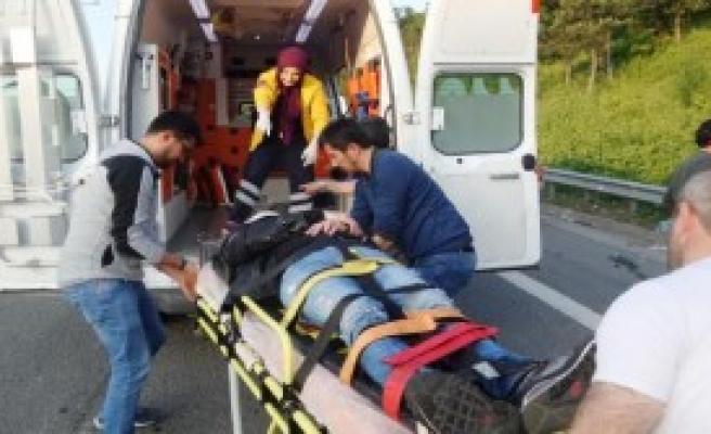 Motosiklet Bariyerlere Çarptı: 2 Yaralı
