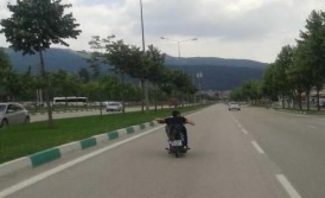 Motosiklette Hız 1 Kişinin Ölümüne Neden Oldu