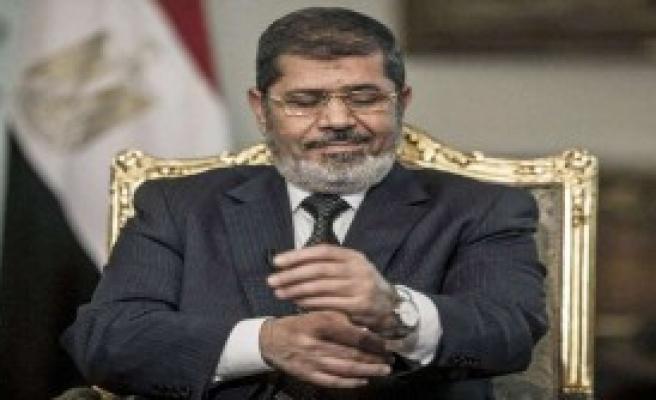 Mursi Yeniden Hakim Karşısında