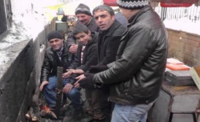 Muş'ta Seyyar Satıcıların Soğuk Çilesi