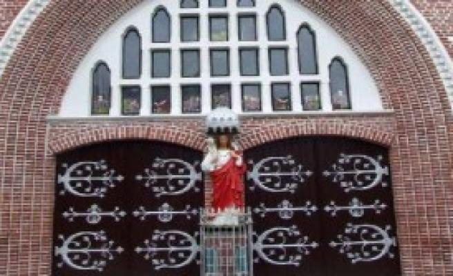 Myanmar'da 500 Yıllık Kilise İçin Kutlama