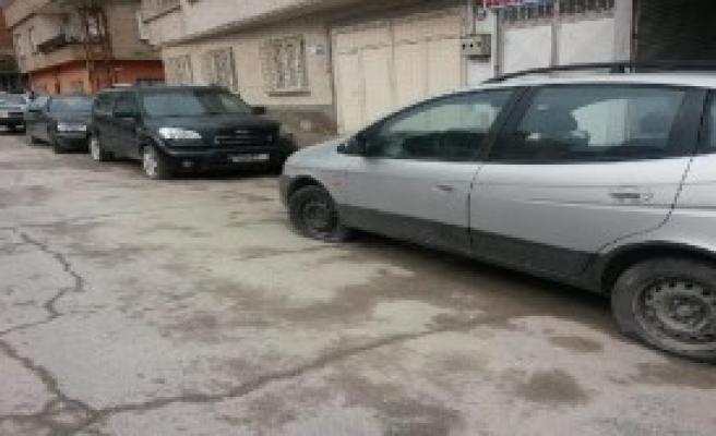 Nizip'te 15 Otomobilin Lastikleri Kesildi