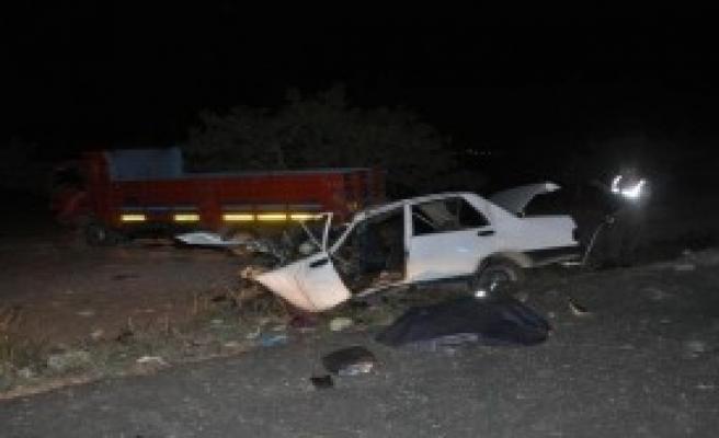 Nizip'te Kamyon İle Otomobil Çarpıştı: 2 Ölü, 2 Yaralı