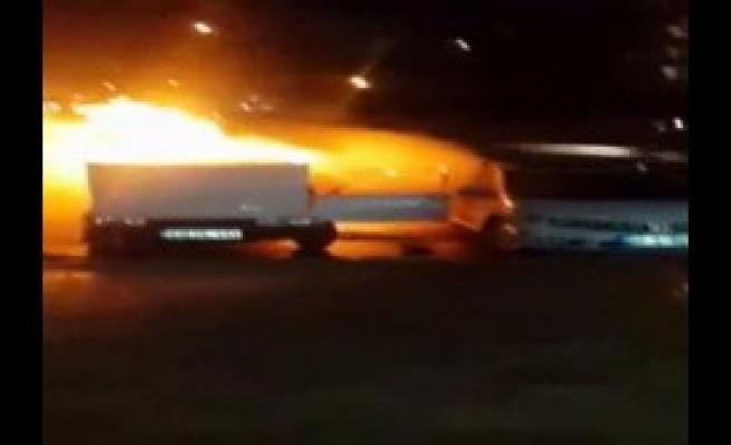 Park Halindeki 3 Otomobil Yandı