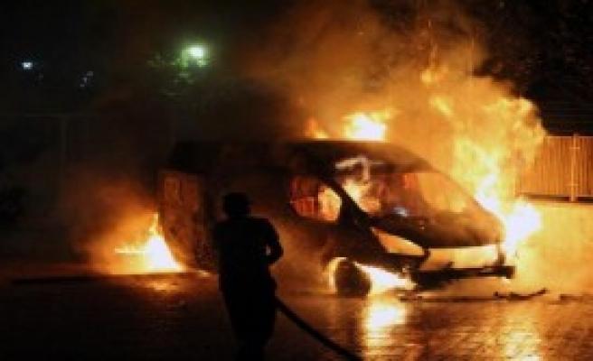 Nusaybin'de 2 Araç Ateşe Verildi