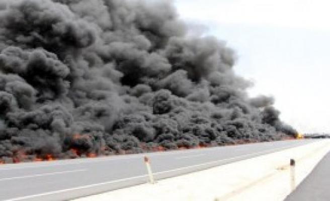 Hampetrol Yüklü Tanker Alev Alev Yandı