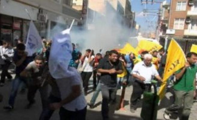 Protestocular Havaya Ateş Açılarak Dağıtıldı
