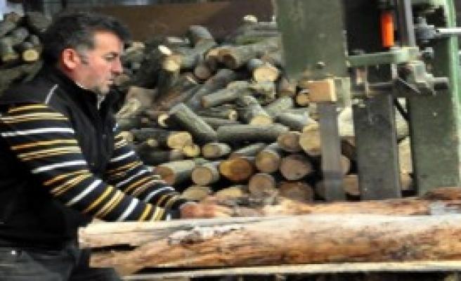 Oduncudan İlginç Afiş; Oduncuyum, Ama Odun Değilim