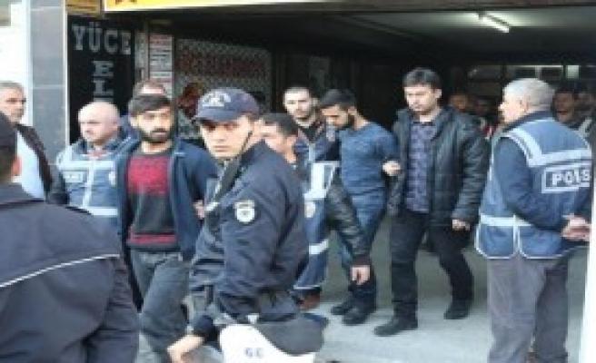 Öğrenci Derneğine 'Terör' Baskını: 16 Gözaltı