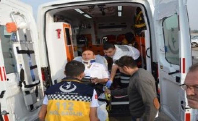 Öğrenci Servisi İle Yolcu Midibüsü Çarpıştı: 8 Yaralı