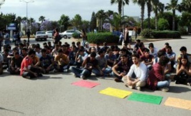 Öğrencilerden Yurt Ücreti Zammına Protesto