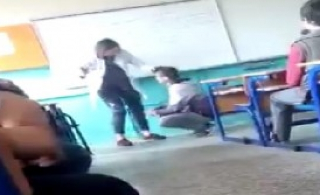 Öğrencisini Tokatlayan Öğretmen