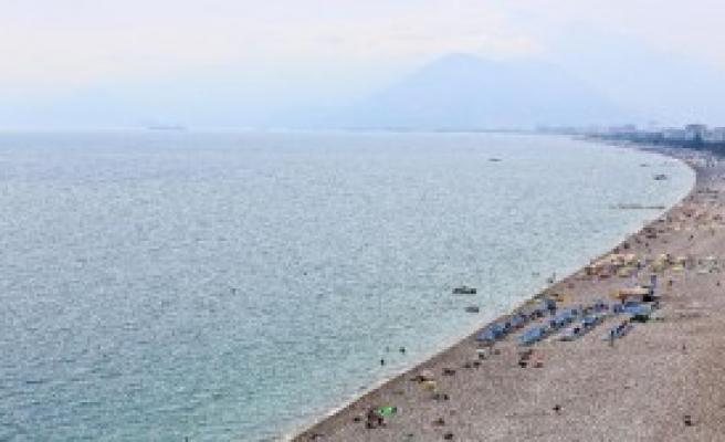 Okullar Açıldı, Konyaaltı Sahili Boşaldı