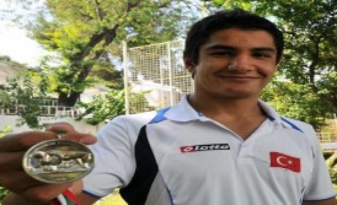 Şampiyon Taha İzmir'in Armağanı