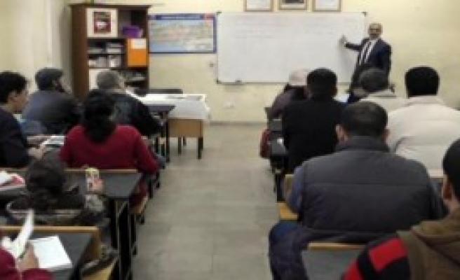 Mülteciler Türkçe Öğreniyor