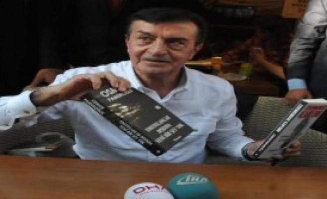 Pamukoğlu Eskişehir'de Kitaplarını İmzaladı