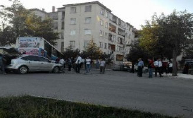 Otobüs Bahçe Duvarında Asılı Kaldı