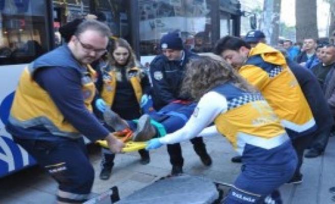 Otobüste Bulunan Yolcu Yaralandı