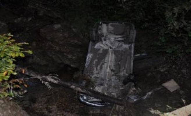 Otomobil 50 Metreden Dere Yatağına Uçtu: 4 Yaralı