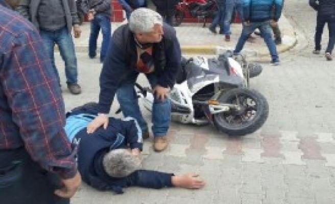 Otomobil Çarpan Motosikletli Zabıta Yaralandı