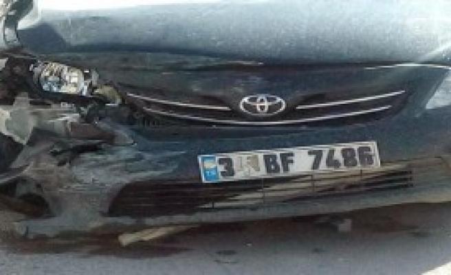 Otomobil, Ambulans İle Çarpıştı