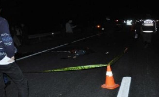 Otomobil İle Motosiklet İç İçe Girdi: 1 Ölü
