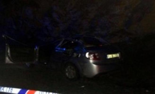 Otomobil, Tır'a Çarptı: 2 Ölü, 4 Yaralı