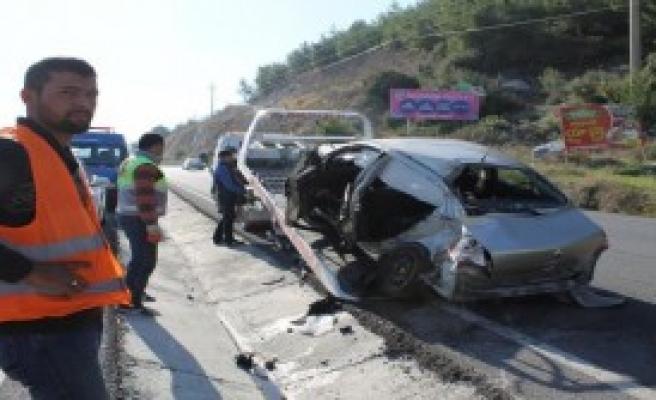 Otomobil TIR'la Çarpıştı: 4 Yaralı