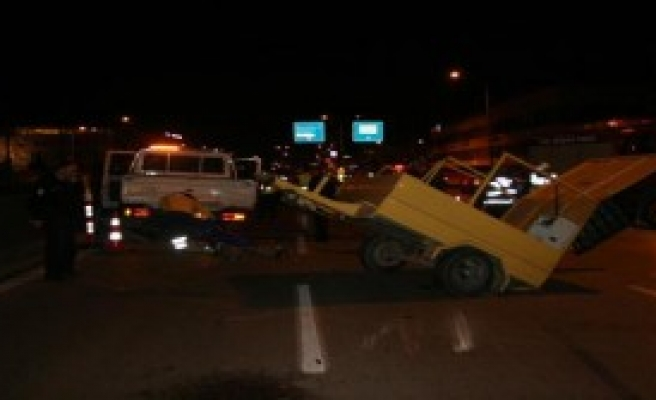 Otomobil, Yol Temizliği Yapan  İşçiye  Çarptı: 1 Ölü