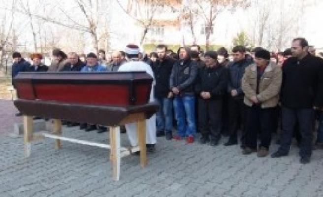 Oğlunun Cenazesini Antalya'ya Götürdü