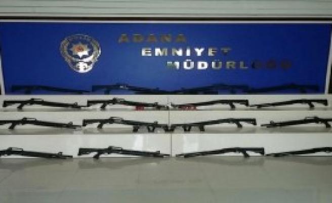 Otomobilden 17 Pompalı Tüfek, 5 Tabanca Çıktı