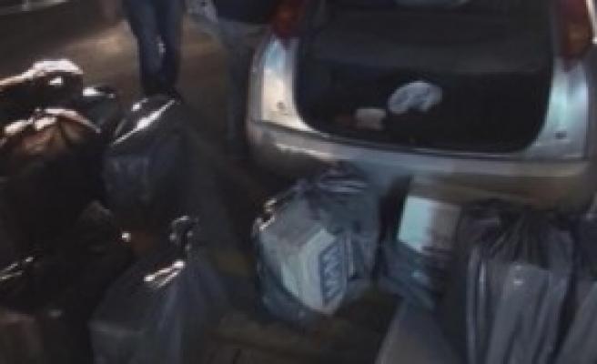 Otomobilden 8 Bin Paket Kaçak Sigara Çıktı