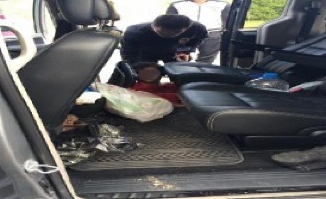Otomobilin Tabanından Kaçak Çıktı